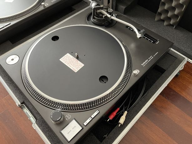Technics SL-1210 MK2 - 2 Gira-Discos + Flightcases