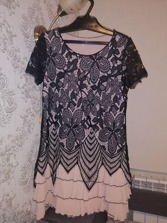 Ніжна сукня з мереживом