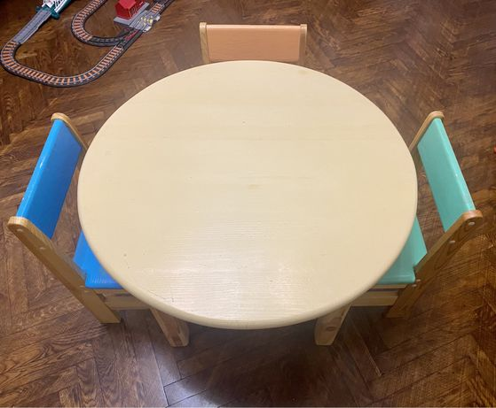 детский стол и 3 стула 3-7 лет