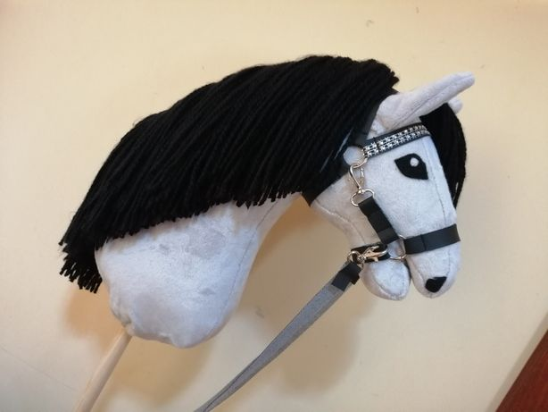 Hobby horse z ogłowiem i wodzami