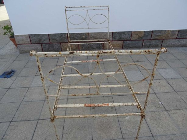 Conjunto de cama de ferro com 2 lavatórios