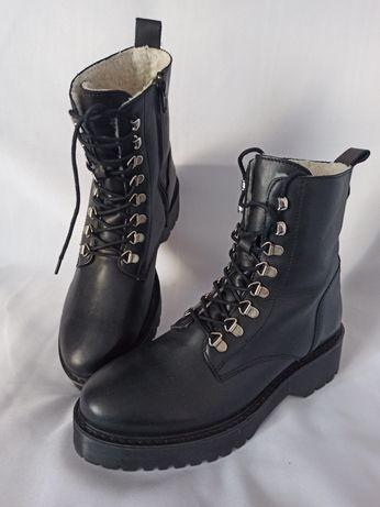 Кожаные ботинки на грубой подошве