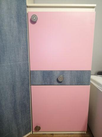 Wysoka komoda biało-różowo-jeansowa