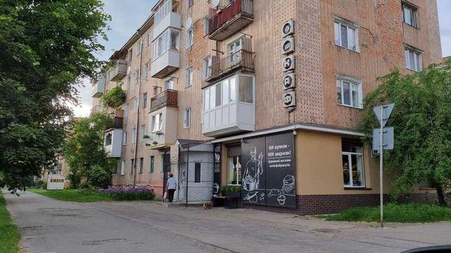 Продам 2-кімнатну квартиру на 3-поверсі біля 1-школи 18900$