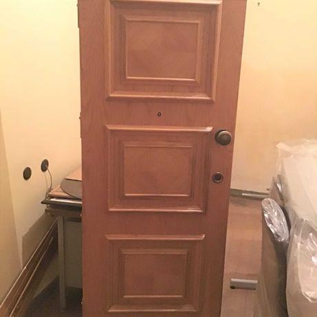 Vendem-se duas portas de entrada em madeira de carvalho