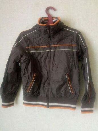 Куртка,ветровка на мальчика 9-10 л