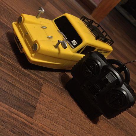 Машина на пульте управления, редкая, трёх колёсная.Все работает