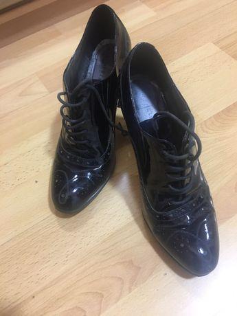 Продам замшевые туфли-лодочки ,и лаковые ботильоны кожа
