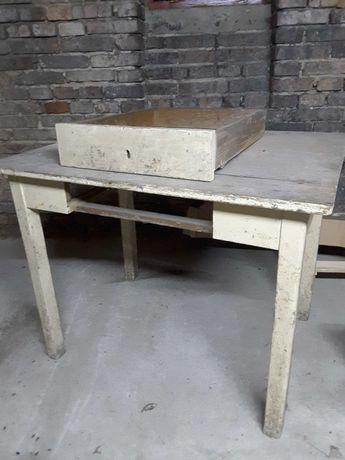 Stary stół kuchenny powojenny, drewniany