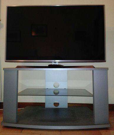 Televisão LG + mesa de apoio