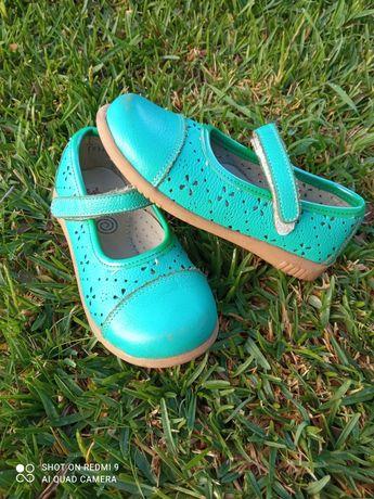 Sapatos menina 25