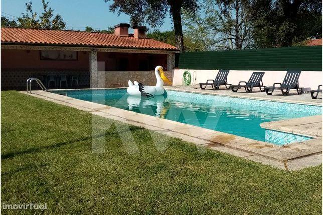 INVESTIMENTO - Condomínio com piscina, dividido em 4 apartamentos inde