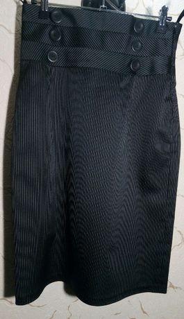 Юбка классическая черного цвета в тонкую белую полоску