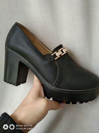 Отдам женские туфли