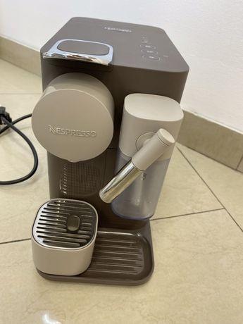Ekspres nespresso delonghi lattissima one brazowy