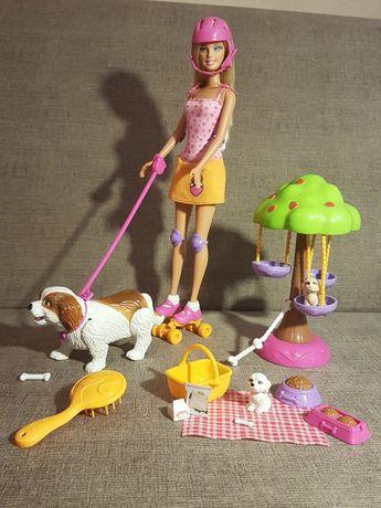 Barbie na rolkach z pieskami