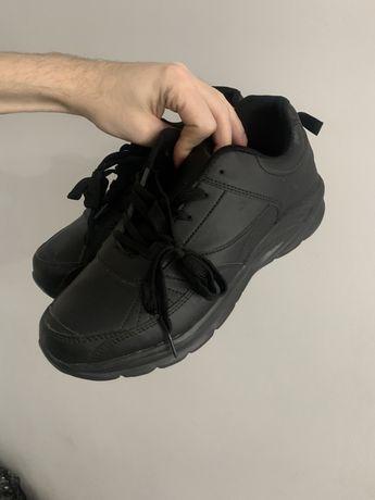 Кроссовки черные мужчкие новые 42-43 размер