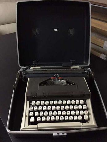 máquina de escrever já antiga