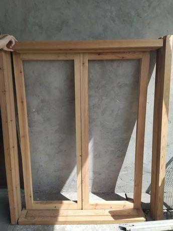 Окно с рамой деревянные