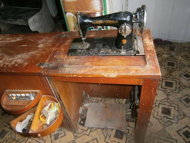 Швейная машинка с тумбой