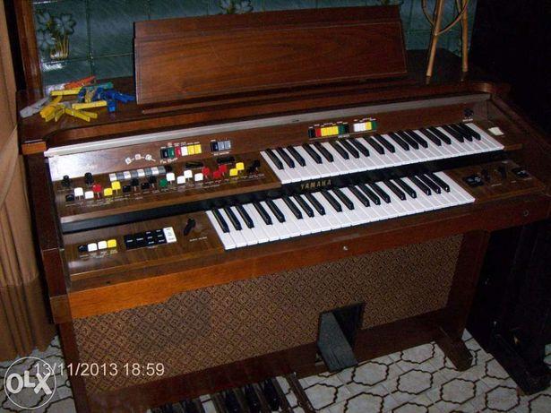 Vendo órgão musical duplo teclado e pedaleira