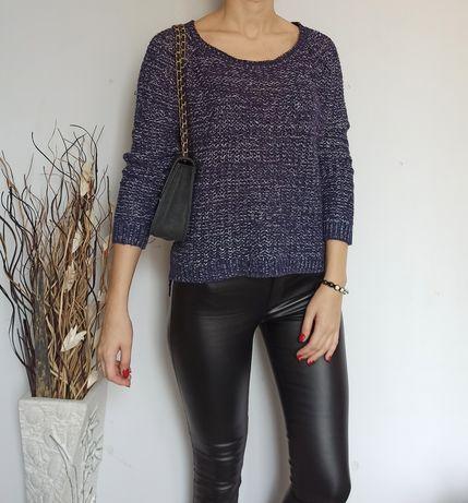 Granatowy sweter że srebrną nitką L