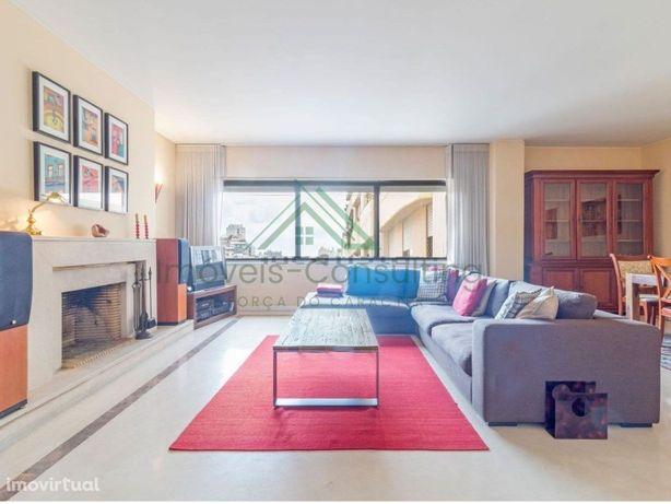 Apartamento T2| Mobilado| Equipado| Garagem| Laranjeiras