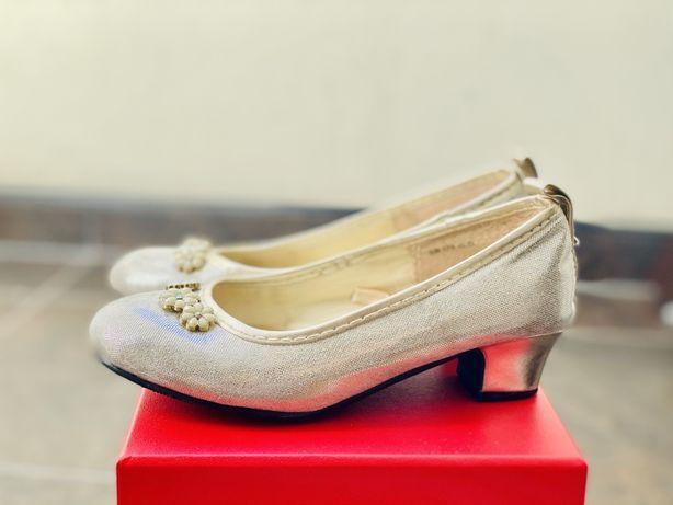 Туфли праздничные на каблуках типа Monsoon 28 р 18,5 см