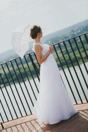 Suknia ślubna z koronką francuską