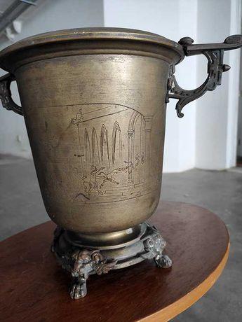Vaso de bronze antigo, diversos motivos gravados
