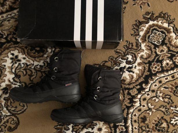 Продам зимние сапоги adidas