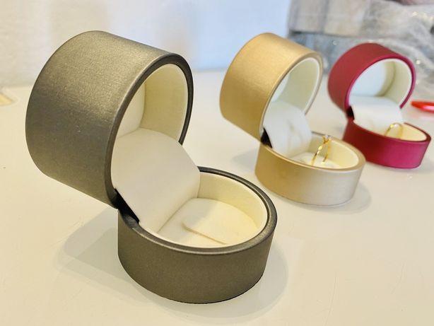 Caixa para anel em cetim, interior veludo, 3 cores