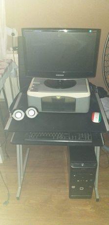 Komputer stacjonarny, monitor, urządzenie wielofunkcyjne, głośniki