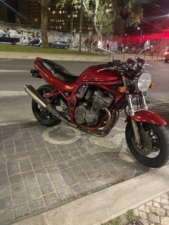 Suzuki bandit 600cc 4 cilindros em linha