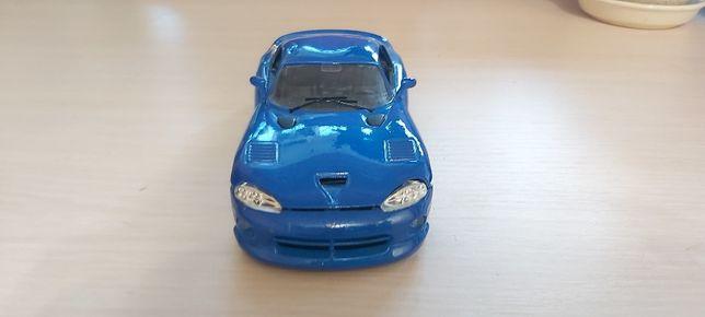 Колекционый Dodge Viper GTS COUPE 1/24 ручной зборки
