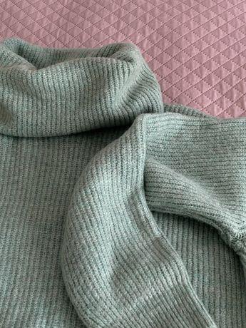 Теплий светр м'ятного кольору