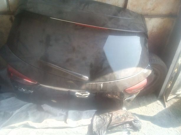 стекло крышки багажника на Мазда СХ 3