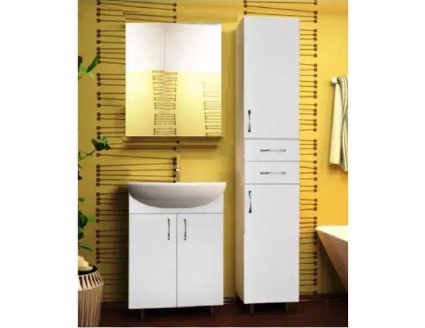 Комплект мебели в ванную комнату: тумба, умывальник, зеркальный шкаф.