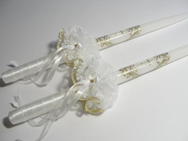 Świece ślubne białe do obrzędy prawosławnego.
