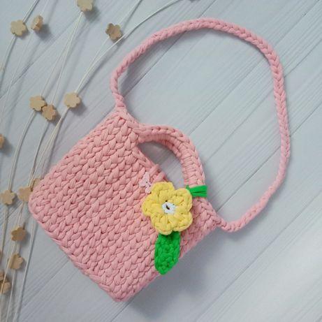 Вязанная сумочка детская на ремешке ручной работы