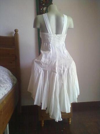 Vestido branco bordado 38