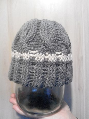 Продам шапку полушерстяную вязаную на ребенка 4-5 лет ручная работа