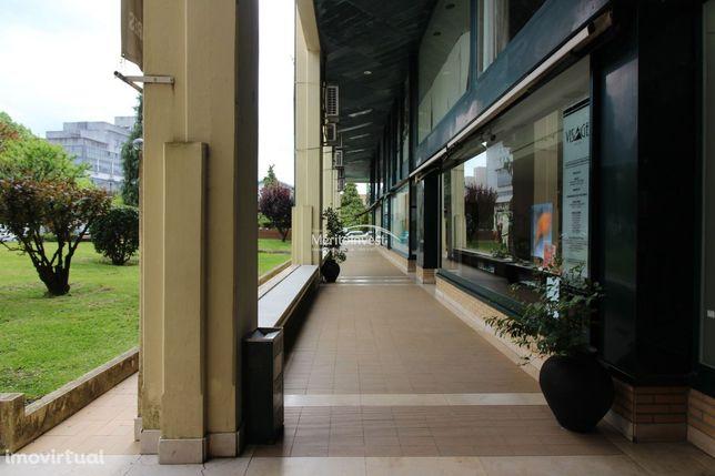 """Loja no Centro Comercial """"Granjinhos"""""""