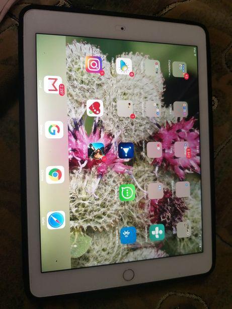 Планшет Apple iPad Air 2 Wi-Fi + LTE 16GB Silver