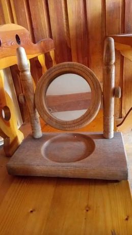 Stare drewnane lustro