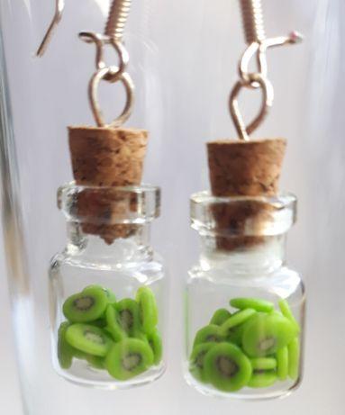 kolczyki ręcznie robione - plasterki kiwi w szklanych buteleczkach