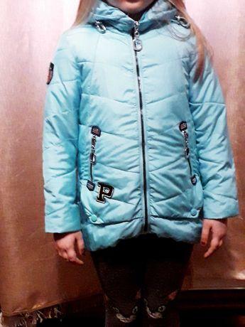 Куртка на дівчинку весна .  5, 6 років.