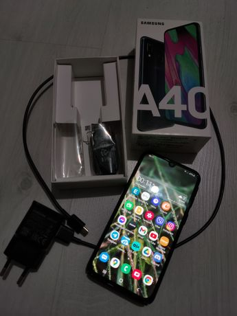 Продам свой Samsung A40 black полный комплект