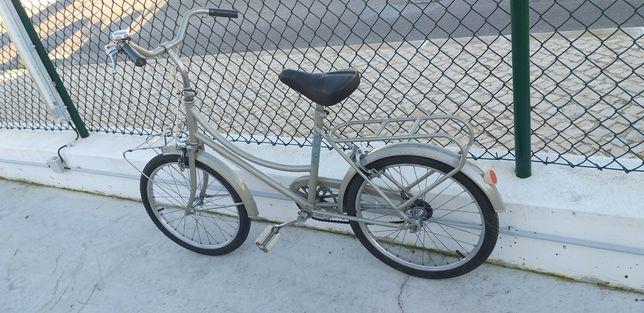 Bicicletas usadas recuperadas como novas