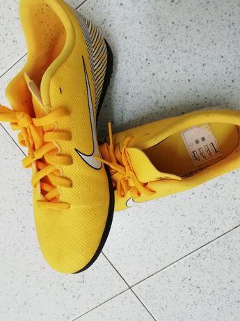 Botas futebol Nike